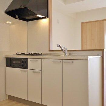 新調済みのキッチンスペース。※写真は同タイプ別部屋のものです。