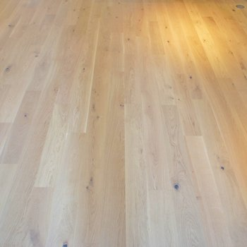 やっぱり気持ちいい無垢床。※写真は404号室のもの