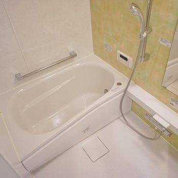 追い炊きに浴室乾燥付き◎。※写真は404号室のもの
