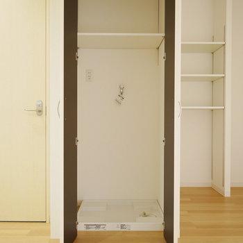 洗濯機は扉付で隠せます!