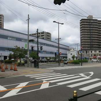 三国駅前にはお店がたくさん!