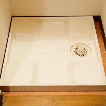 一人暮らしには十分な洗濯機置けます。 ※クリーニング前の写真です。※写真は6階の同間取り別部屋のものです。
