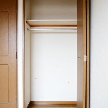 メインの収納は、一人なら十分サイズ。※写真は6階の同間取り別部屋のものです。