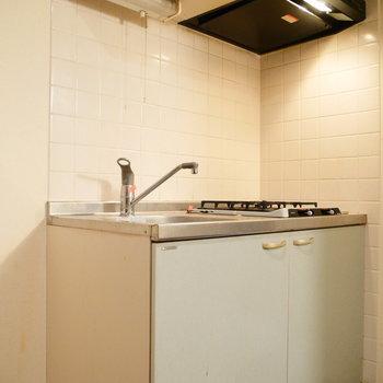 冷蔵庫を置くスペースもちゃんとありますよ。 ※クリーニング前の写真です。※写真は6階の同間取り別部屋のものです。