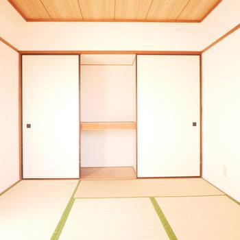 押入れの引き戸は入り口の扉と兼用になっています