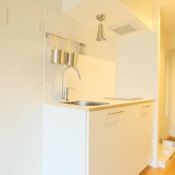 キッチンは収納のしっかりついたタイプ