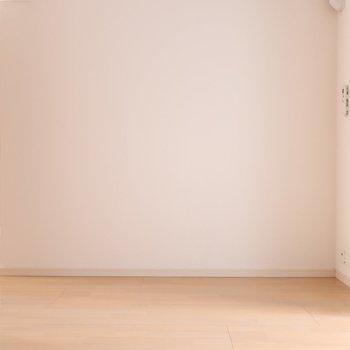 シンプルな家具かアンティークも似合うかな。※写真はクリーニング前です。