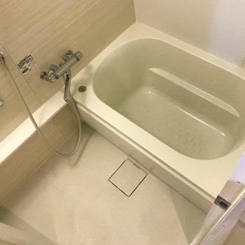 お風呂はシンプルですが使いやすそう。