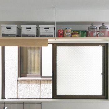 キッチン上にも見せる収納。※写真は工事中