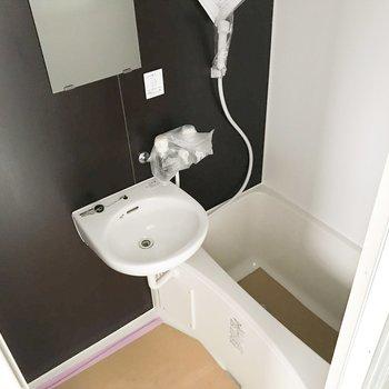 お風呂はシンプル2点ユニット。※写真は工事中