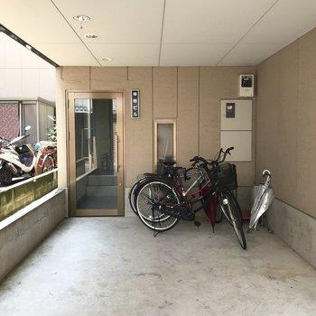 自転車はここに並べて。