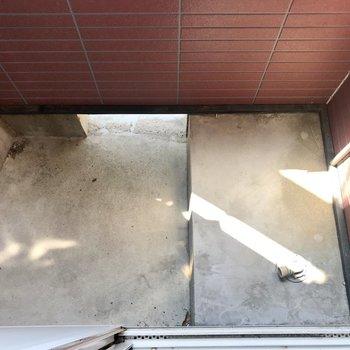 バルコニーは正直狭め…洗濯機置き場もこちらに