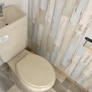 トイレの壁紙が素敵!
