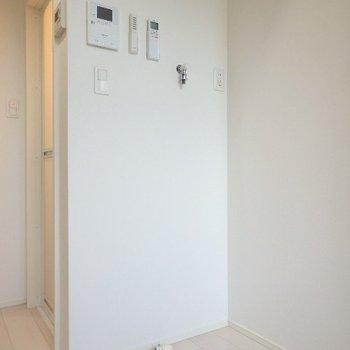 こちらは洗濯機置き場※1階反転間取り別部屋の写真