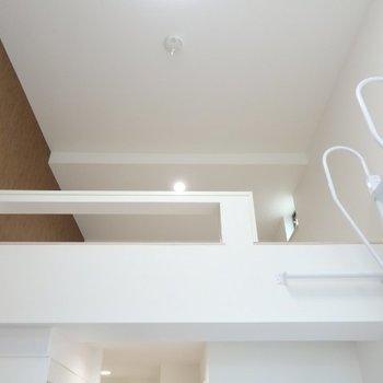 上を見上げるとロフト※1階反転間取り別部屋の写真