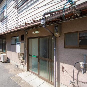 宮川町歌舞練場南側の家
