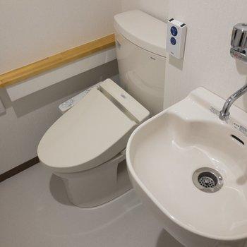 トイレの中にしっかりした洗面台があるんです