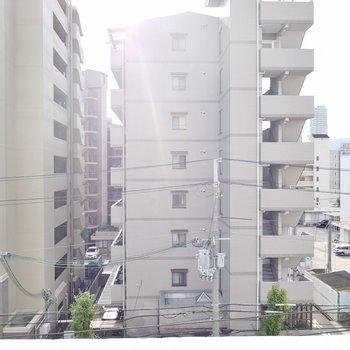 右へ目をやると六甲の山並みが見えます。※写真は同一間取りの別部屋