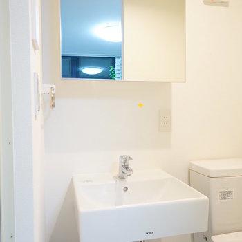 洗面台はすっきりシンプルに!!※写真は1階の同間取りのお部屋