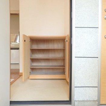 お隣さんとの玄関の近さが気になる・・・※写真は同間取りの3階のお部屋