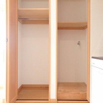 左:収納、右:洗濯機置き場※写真は同間取りの3階のお部屋