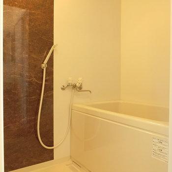 シンプルなお風呂 ※同間取りの別棟別部屋のものです