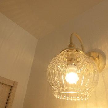 洗面台の照明 ※同間取りの別棟別部屋のものです