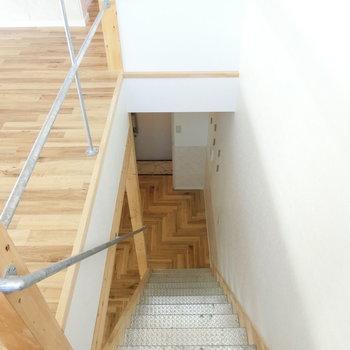 階段上から ※同間取りの別棟別部屋のものです