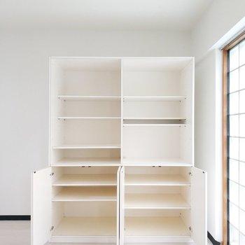 居室奥には棚もたっぷりな収納場所があって嬉しい。※写真は前回募集時のものです