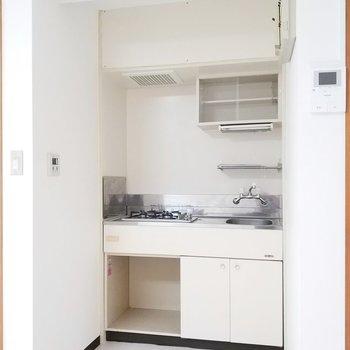キッチンは奥まったところに。※写真は前回募集時のものです