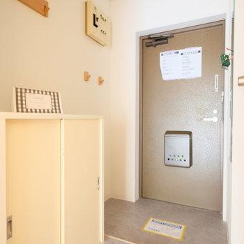 玄関はモルタル調のクッションフロアでかっこよく!