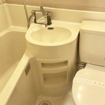 3点ユニットですが水栓は新品に交換済み!