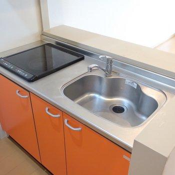 キッチンはサマーオレンジ♡ IHはお掃除も楽ちんです。