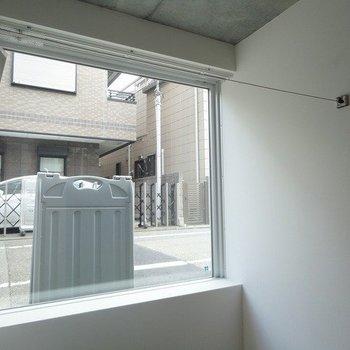 洗濯干し兼収納になっています※1階別部屋同間取りの写真です。