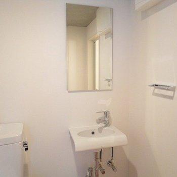 洗面台はシンプルに※1階別部屋同間取りの写真です。
