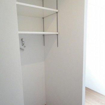 洗濯機置き場室内です※1階別部屋同間取りの写真です。