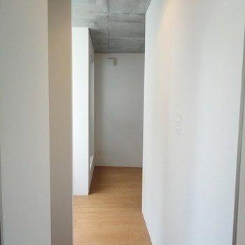 玄関からの図※1階別部屋同間取りの写真です。
