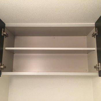 トイレの上には棚あり(※写真は5階の同間取り別部屋のものです)