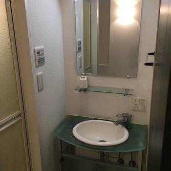 洗面台には、収納スペースがありませんでした(※写真は5階の同間取り別部屋のものです)