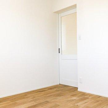 爽やかなドアを開けて、寝室へ※写真は前回募集時のものです