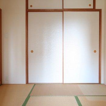 こちらはリビング横の和室。客間に良さげ。※写真はクリーニング前です。