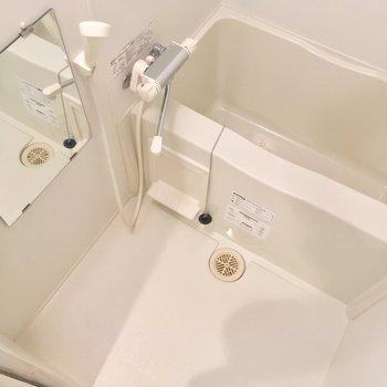 バスルームも鏡付きで使いやすそう◎