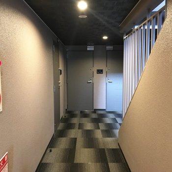 共用部、床はカーペット