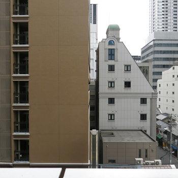 向かいは東横ホテルがこんにちは!※写真は同間取り別部屋のものです。