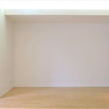 天井の埋め込み式ライトがいい味出してくれます、、、※写真は同間取り別部屋のものです。