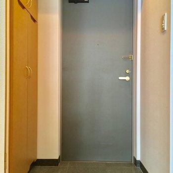 玄関にもしっかりゆとりがあります〜※写真は同間取り2階の別部屋のもの