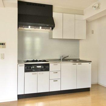 【DK】キッチンは白が基調に。