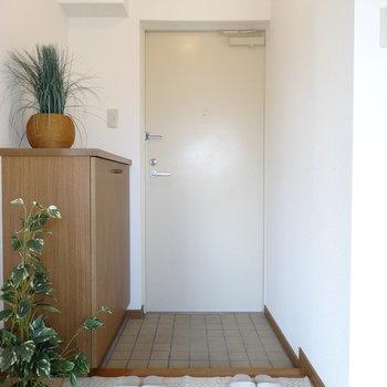 玄関はオープンなスタイル(※写真はモデルルームです)