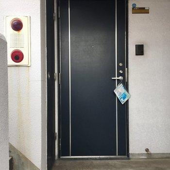 エレベーター降りてすぐです