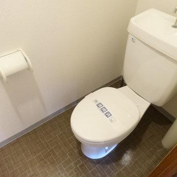 トイレはコンパクト(※写真はモデルルームです)